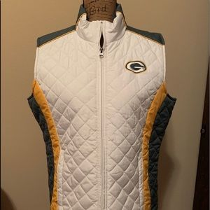 Cute ladies Green Bay Packers vest!